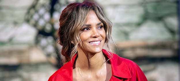Halle Berry Is Related To Sarah Palin But Says Political Pundit, Personality Is 'Not Invited To The Cookout!'